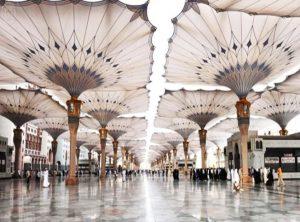 تغطي المظلات وعددها 250 مظلة مساحة 143 ألف متر مربع من ساحات الحرم النبوي