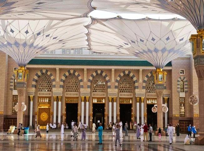 مظلات الحرم النبوي تشكل تشكّل منظراً هندسياً أخاذاً،