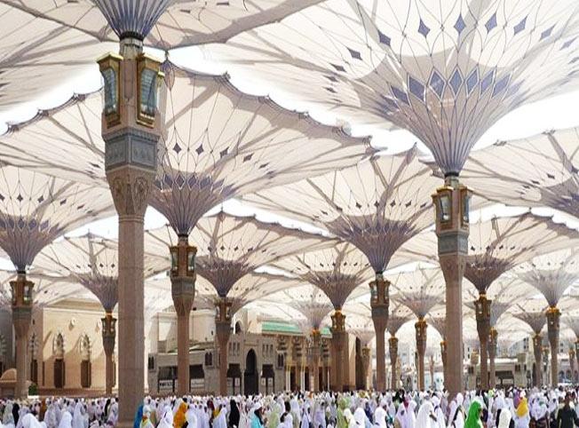 مظلات الحرم النبوي للحماية من وهج الشمس