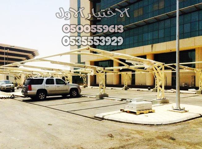 مظلات مواقف سيارات بعد تجهيز الهيكل الحديدي
